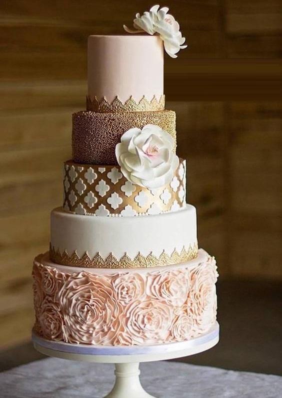Yummy Vintage Style Wedding Cake