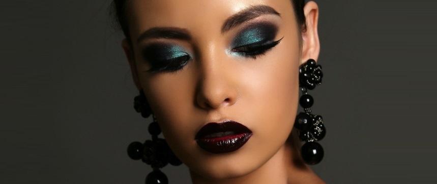 Dark and bold eye shadows for dark skin tone